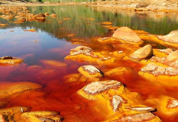 Самые ядовитые озера мира: дважды в них уже не войдешь