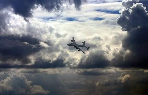 Русский самолёт в небе Украины – «первая ласточка» возможного потепления?