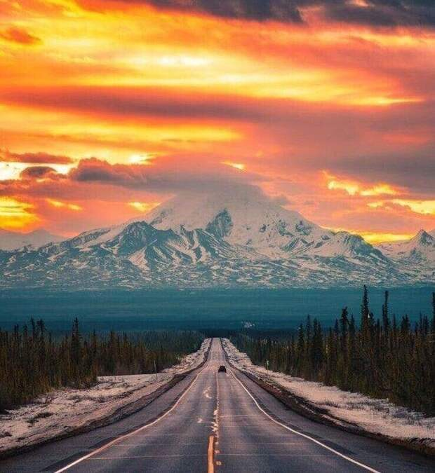 Потрясающий закат над горой Драм, Аляска