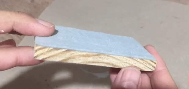 Симпатичная и полезная вещь для вашей прихожей из доски и картонки
