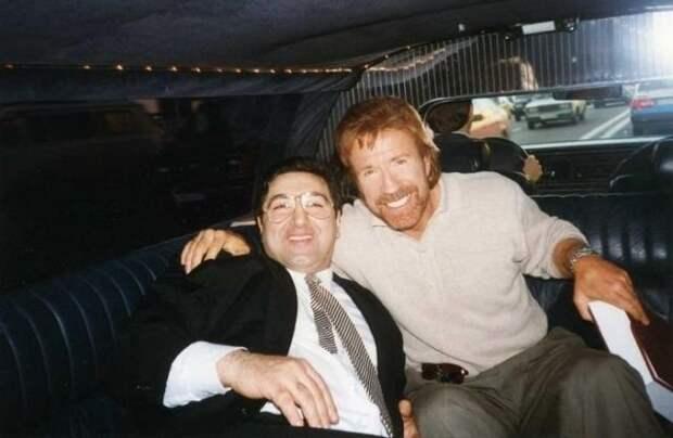 """Балло Игорь и Чак Норрис на открытии  казино - Club """"Beverly Hills"""" в Москве, 1996 год."""