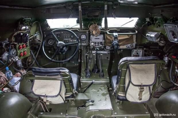 Внутри автомобиль напоминает подводную лодку. авто, автомобили, брдм, брдм-1, бронеавтомобиль, броневик, военная техника, тест-драйв