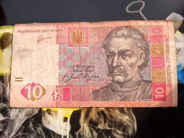 Украинцы обнаружили на 10-гривневой купюре ошибку - на ней не Иван Мазепа