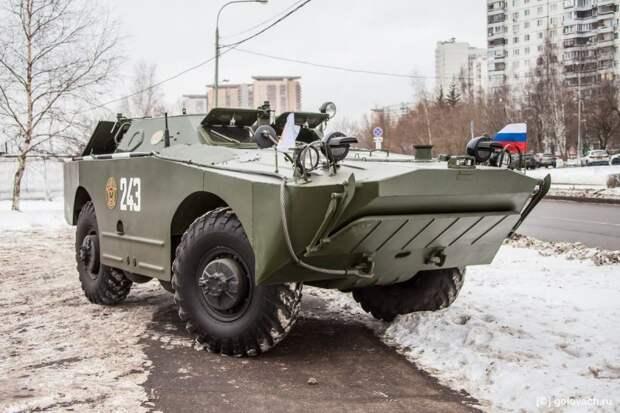 Раньше я думал, что только американские машины обладают подобным свойством. Сегодня убедился: БРДМ-1 — вот, кто чемпион по привлечению внимания. авто, автомобили, брдм, брдм-1, бронеавтомобиль, броневик, военная техника, тест-драйв