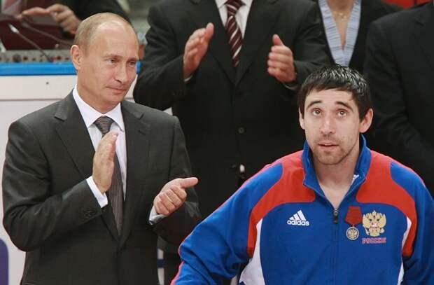Зарипов отреагировал нагромкое интервью Панарина про Путина: «Живу вРоссии, именя все устраивает»