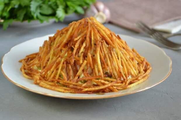 Салат с картофельной соломкой