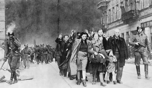 """27 сентября 1941 года озвучен нацистский приказ """"Всем евреям города Киева"""""""