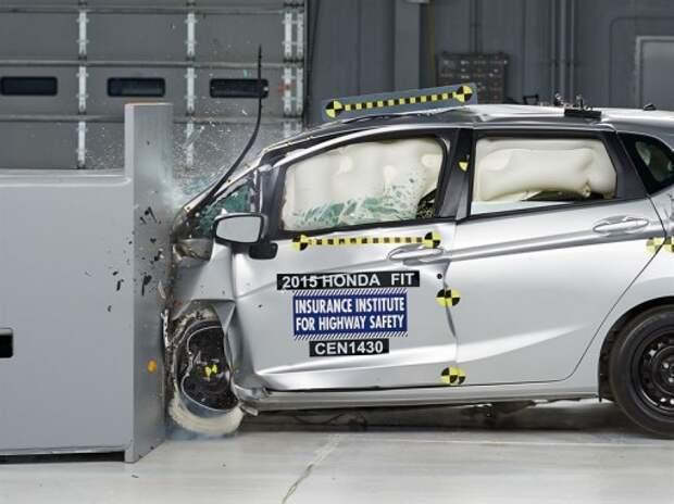 Honda Fit/ Jazz со второй попытки преодолела краш-тест с малым перекрытием (ВИДЕО)