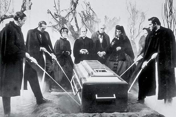 Что происходит с телом после смерти, по-прежнему остаётся загадкой и будоражит умы. «Похороненные заживо».