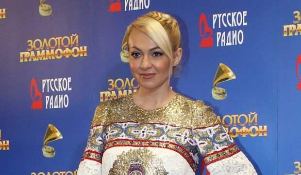 «Так нельзя держать»: Рудковской указали на ошибку в уходе за ребенком