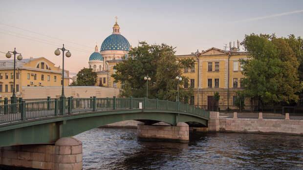 Trinity Cathedral and Fontanka river.jpg