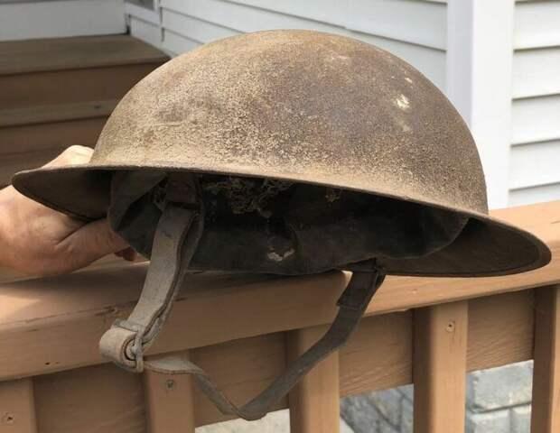 В первую очередь британская каска Броди была нужна для защиты от летящей сверху шрапнели. |Фото: Pinterest.