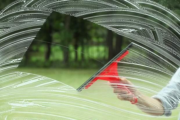 Вот самый подходящий инструмент для чистки окон