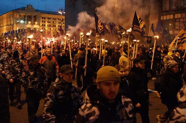 Коричневый Киев: на Украине реабилитируют нацизм