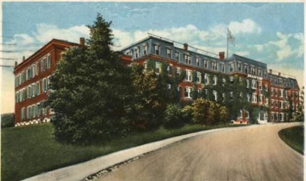 Брэдфордский колледж на открытке 1905 года. | Фото: cardcow.com.