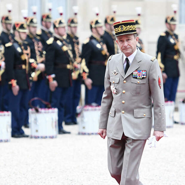 Предупредивших Макрона о риске развала Франции генералов решили наказать