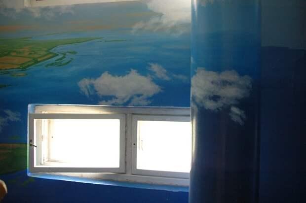 Облака на стене в подъезде