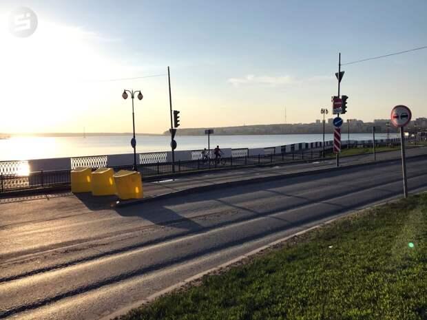 «Не пройти, не проехать»: в Ижевске перекрыли часть набережной