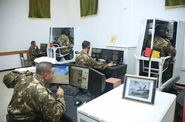 """Электронные """"двойники"""" Т-90 помогают алжирским военным осваивать танки"""