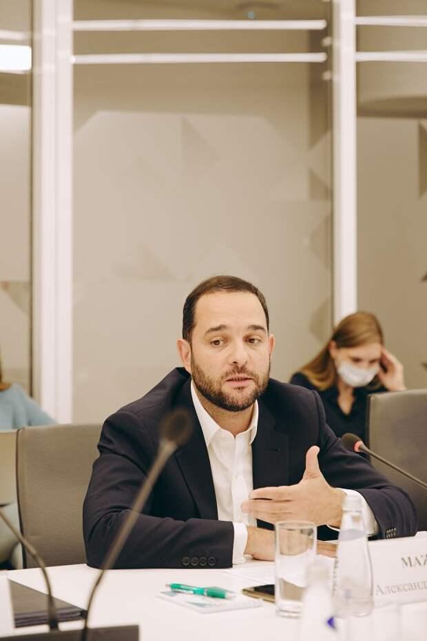 Профессор РАН Мажуга предложил обучать основам кибербезопасности в школах. Автор фото: Пресс-служба Общественной палаты Москвы