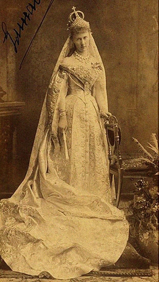 Как выглядели свадебные платья Романовых (ФОТО)