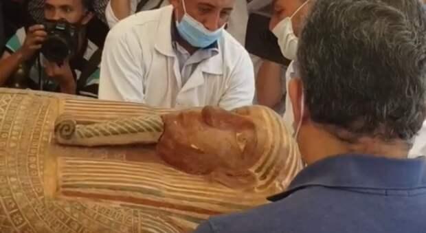 Мумия возвращается: египетские археологи вскрыли саркофаг, пролежавший под землей 26 веков