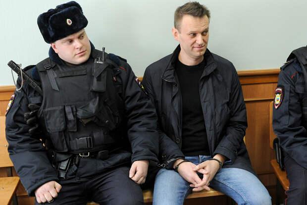 Навального оштрафовали на 850 тыс. рублей за клевету на ветерана