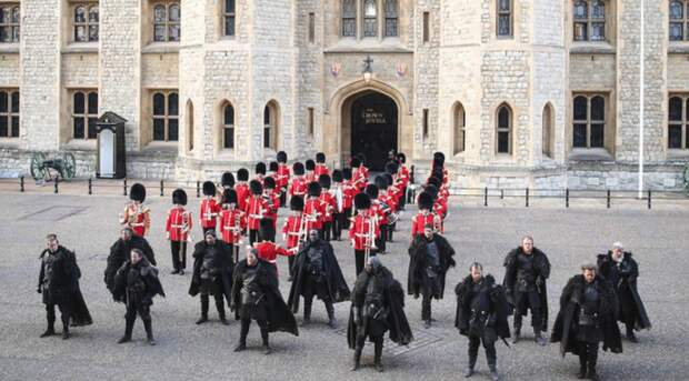 К гвардейцам у стен Тауэра присоединились братья Ночного Дозора