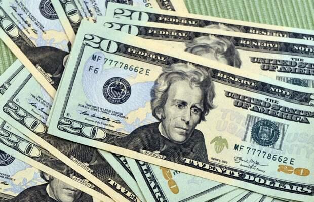 Курс доллара посыпался после «капитуляции» ФРС