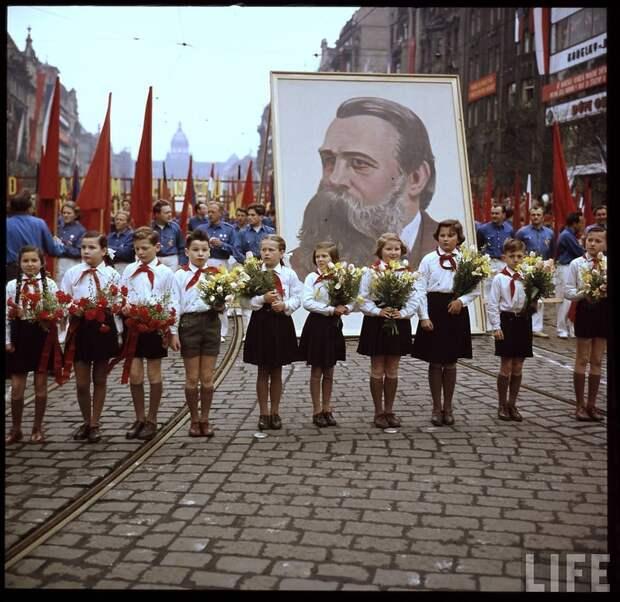Первомайское шествие в Праге в 1956-м году.