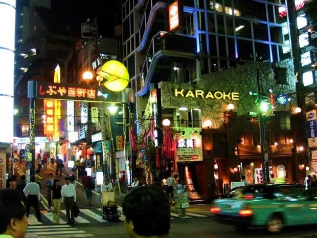 16. Одно из любимейших развлечений японцев - караоке! Еще бы, ведь Япония - родина караоке, оно было изобретено японцами во второй половине XX века. в мире, интересное, полезно, путешествия, страна, факты, фото, япония