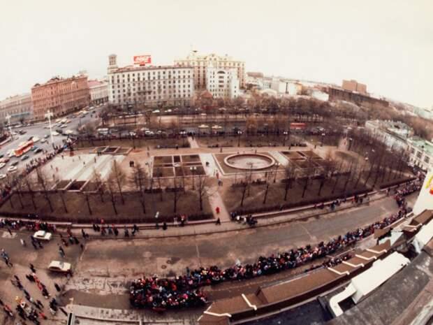 8 исторических фото открытия первого Макдональдса в Москве