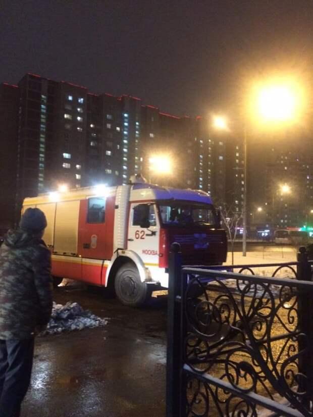 На Генерала Кузнецова сгорела квартира из-за вспыхнувшего строительного мусора