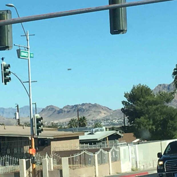 Прямоугольное НЛО наблюдали в небе над Лас-Вегасом
