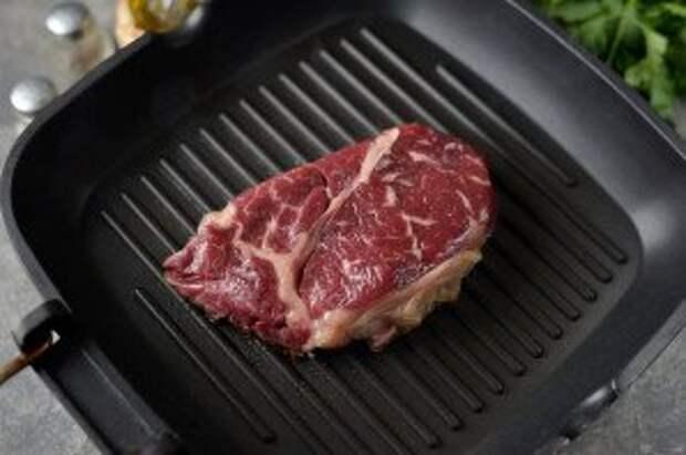 Чак ролл стейк на сковороде - фото шаг 4