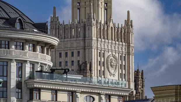 Тайна 15 минут: Американский дипломат молча ушёл после вызова в МИД России
