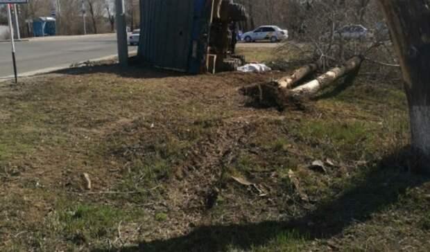 В Оренбурге придавило грузовиком мужчину, выпавшего из кабины