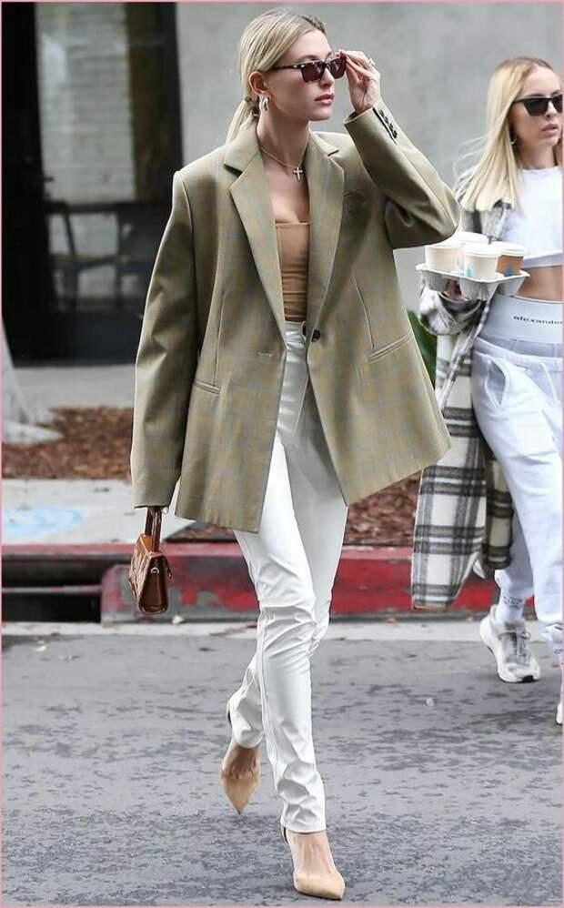 Как одевается современная икона уличного стиля Хейли Бибер