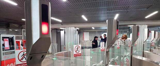 К концу года москвичи смогут платить лицом на всех станциях метро
