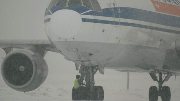 Аэропорт Краснодара закрыли из-за сильного снегопада впонедельник
