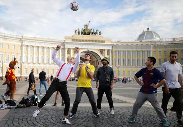 Иностранные болельщики на Евро-2020 в Санкт-Петербурге: сколько их будет, что им нужно для въезда в Россию