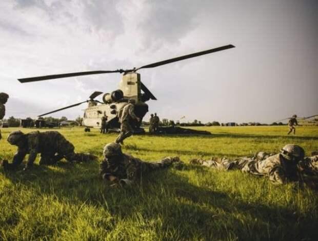 Американские десантники переломали ноги во время прыжков в Эстонии