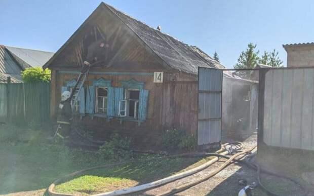 В Оренбургской области при пожаре погибли 39-летняя женщина и двое детей