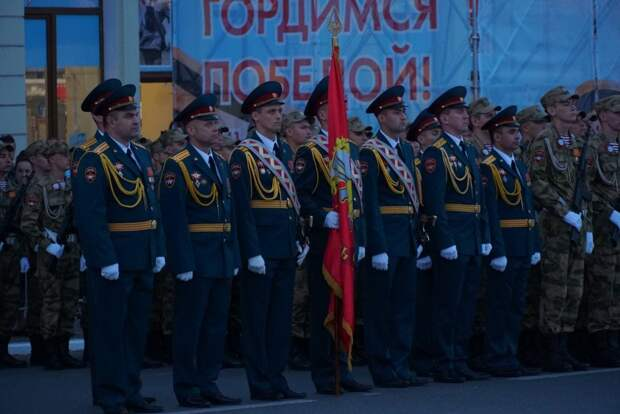 В Симферополе проходит вторая репетиция парада ко Дню Победы. Фоторепортаж