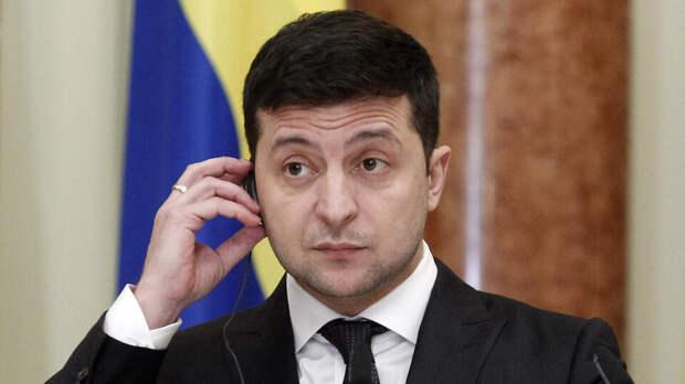 """Украинцам предрекли езду катафалков по """"шикарным"""" дорогам Зеленского"""