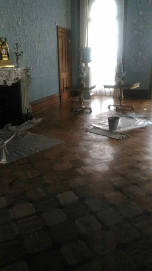 Крыша поехала: Воронцовский дворец затопило в ходе реставрации
