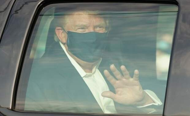 Зараженный коронавирусом Трамп появился перед сторонниками