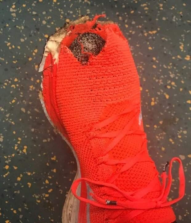 Дырка в обуви