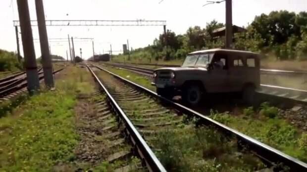Машинист рассказал о подготовке к столкновению с авто, стоящим на путях