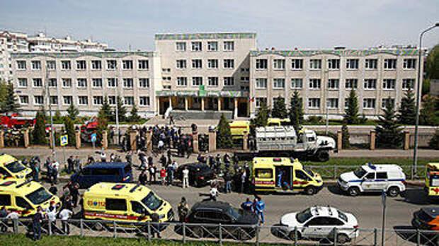 Вход по пропуску и рюкзак на досмотр: как охраняют школьников в России и других странах